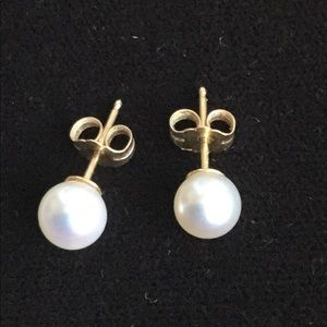 Cultured pearl stud earrings on 14K gold post
